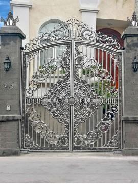Cổng nhôm đúc hoa lá tây giả đá