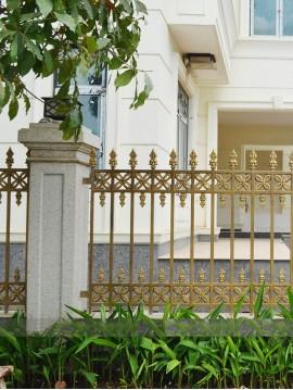 Hàng rào nhôm đúc hoa 4 cánh